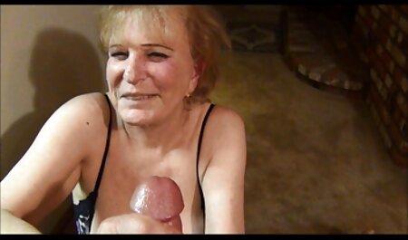 Señora de maduras españolas con jóvenes la limpieza de grandes tetas follada duro por el anfitrión cachondo