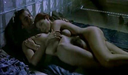 Adolescente pelirroja con tetas turgentes sexmex en español y gran botín recibe un creampie profundo