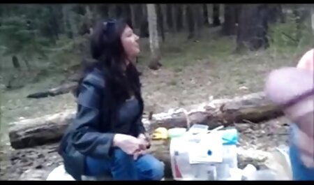 Mujer xxx omegle español graba video sucio mientras su marido duerme